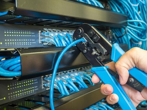 Netzwerkschrank Verkabelung
